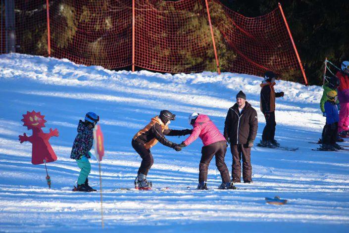 Instriktoři lyžování pro děti, lyžařská škola
